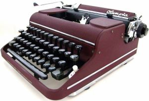 Olympia_SM1_Typewriter_in_Maroon